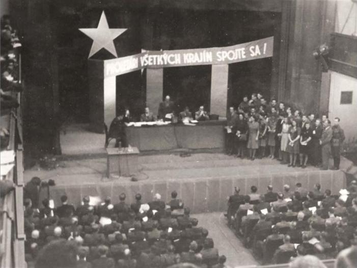Foto z obalu knihy Radikálny socializmus a komunizmus na Slovensku (1918 - 1989)