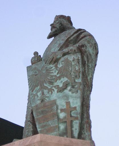 Socha kráľa Žigmunda Luxemburského v Komárne, foto: Kamil Nováčik