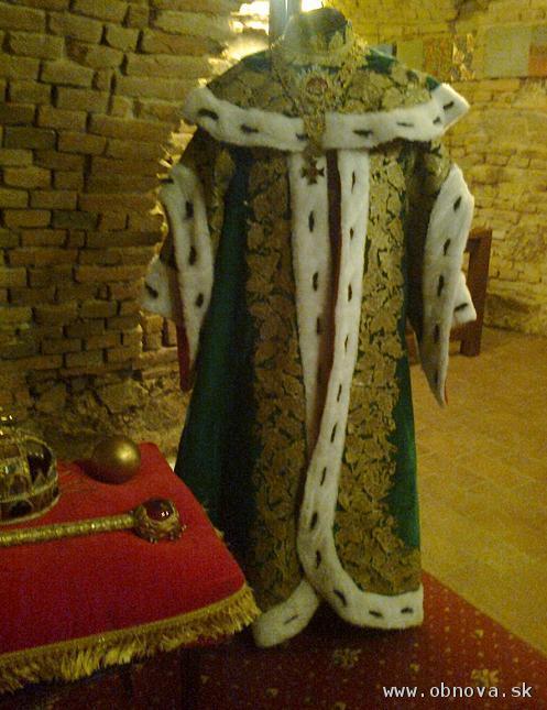Dobový odev Antona Grasalkoviča s replikou rádovej Reťaze Rádu sv. Štefana