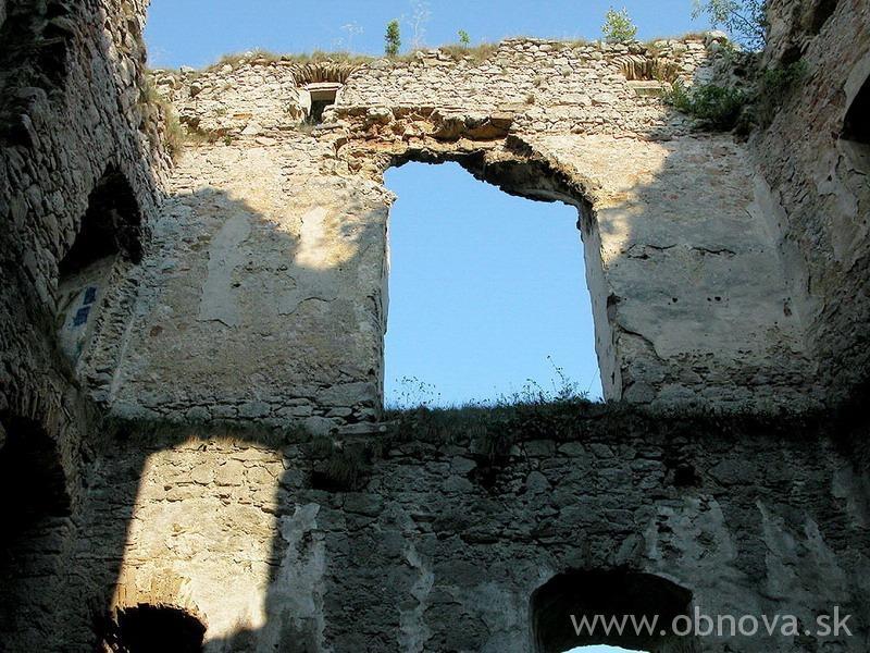2011_Lietava_hrad_Sanacia zaklenutia strhnuteho arkiera_016