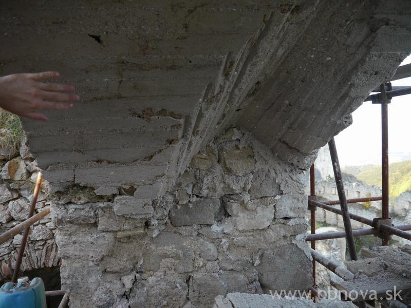 2011_Lietava_hrad_Sanacia zaklenutia strhnuteho arkiera_030