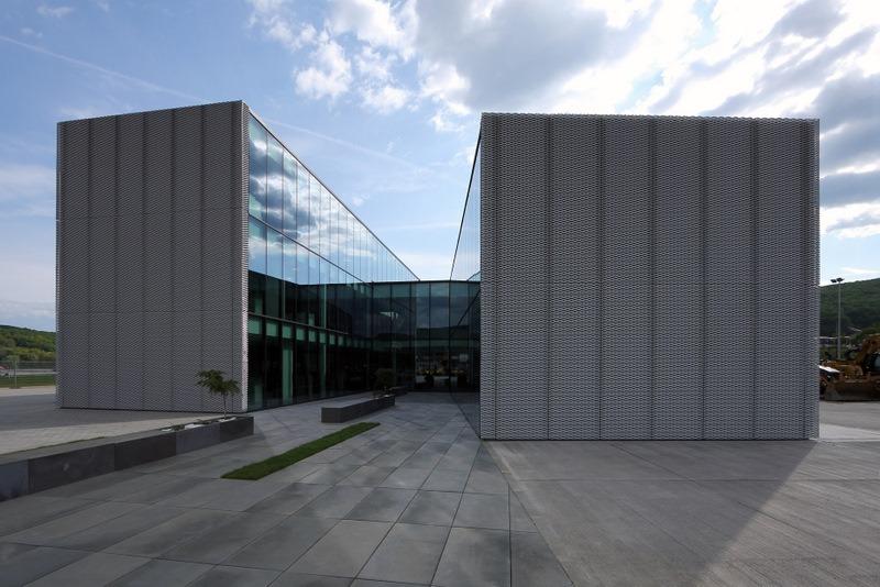 Centrála firmy PHOENIX ZEPPELIN, Banská Bystrica (archinet.sk)
