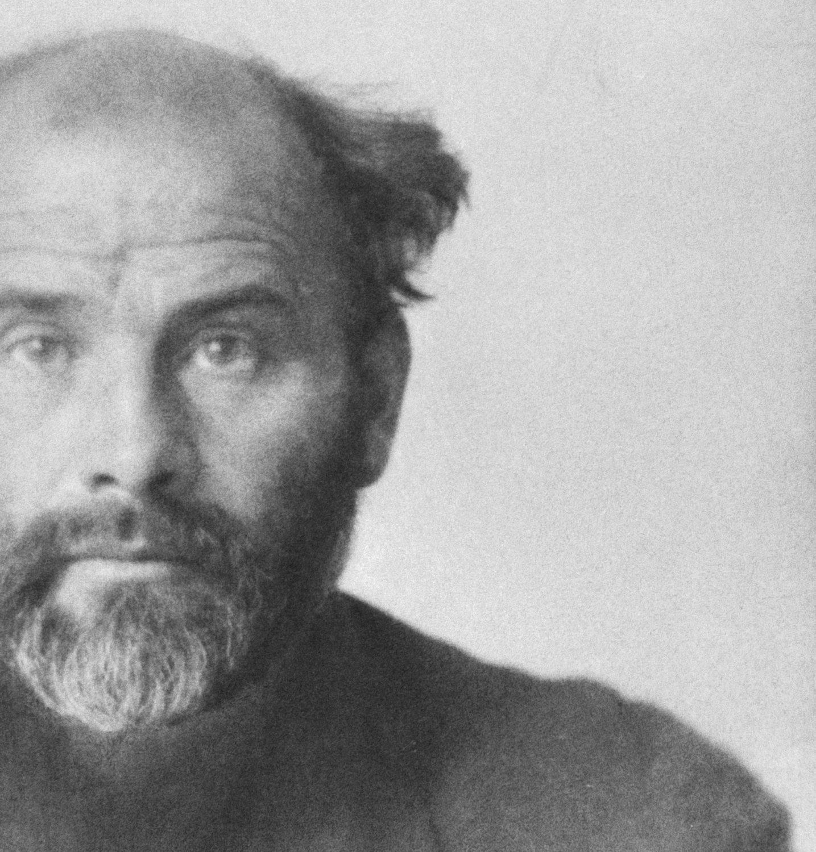 Rakúsky výtvarník Gustav Klimt (1862-1918). Fotografia od Antona Josefa Trčku, 1