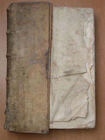 Kniha Biblie z roku 1506 pred reštaurovaním (muzeumpp.sk)