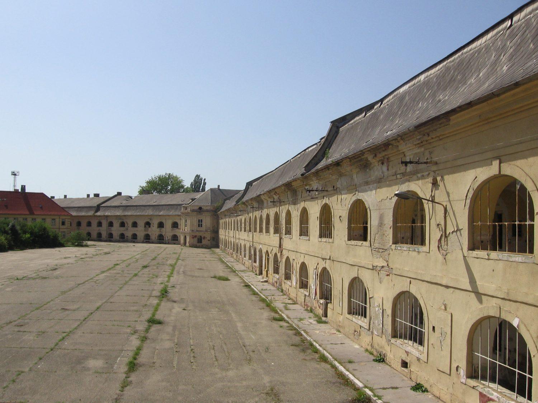 Komárno, kasárenská budova v Novej pevnosti, foto: Kamil Nováčik