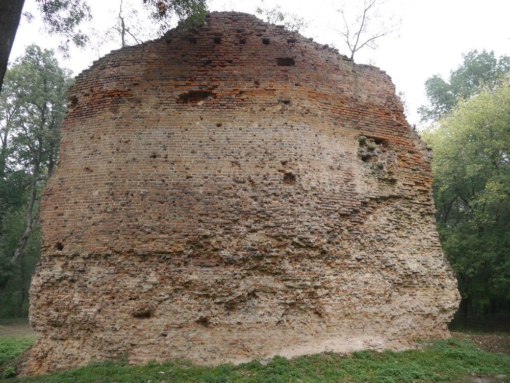 Zrúcanina hradu Parič, foto: Michal Hrčka