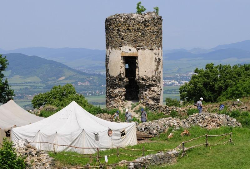 Nezamestnaní na Šarišskom hrade, foto: korzár