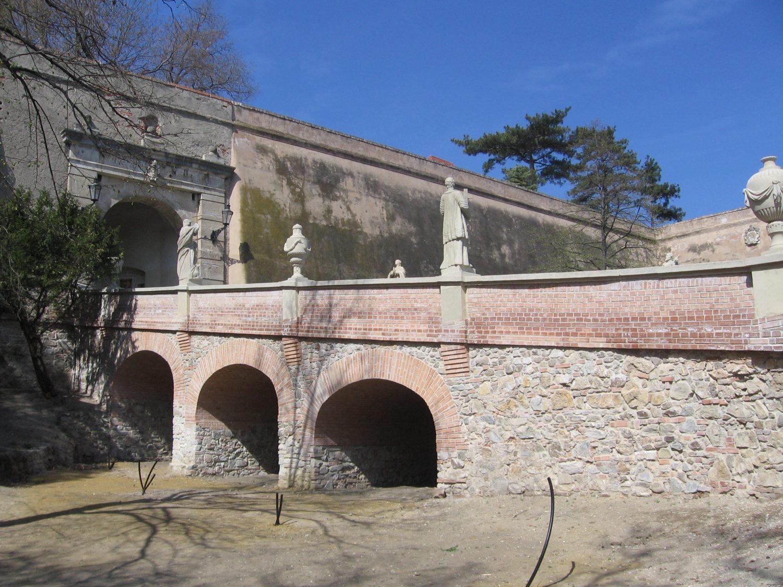 Novostavba pred vstupom do Nitrianskeho hradu, foto: Kamil Nováčik
